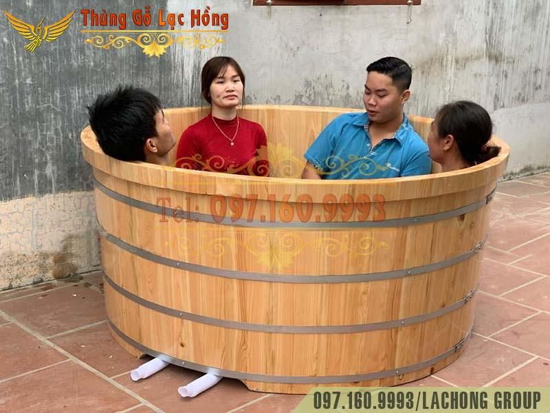 thùng tắm gỗ nhiều người