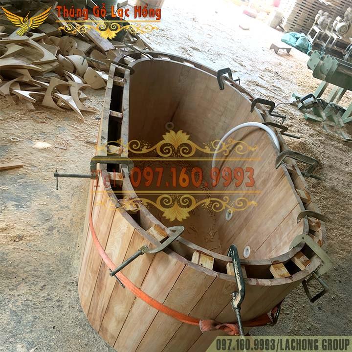 thùng tắm bằng gỗ Pơ Mu