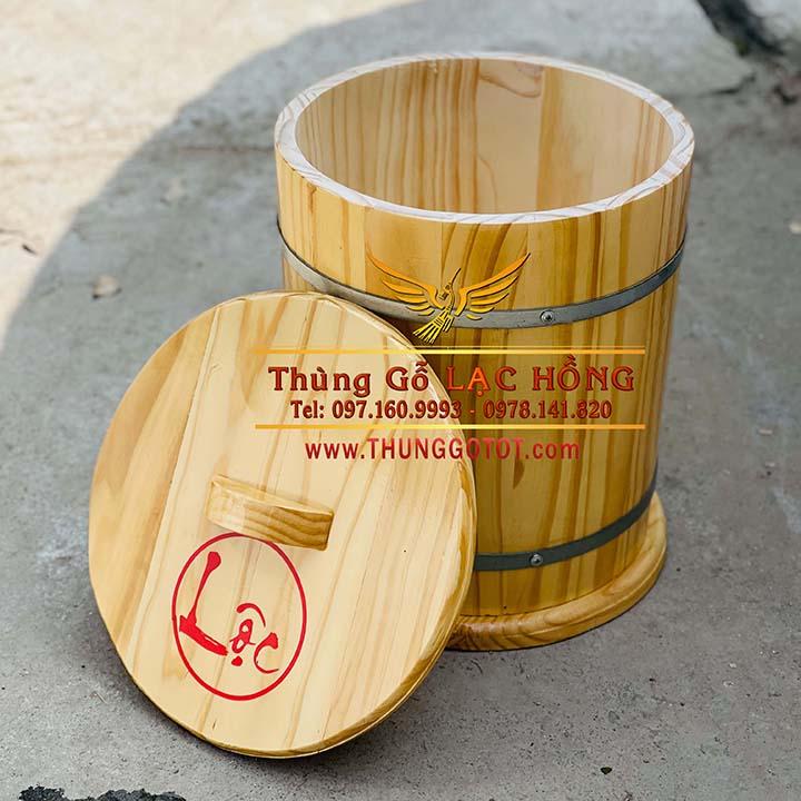 https://thunggotot.com/image/catalog/THUNG-GO-DUNG-GAO/THUNG-GAO-NEW-10KG/ban-thung-dung-gao-bang-go.jpg