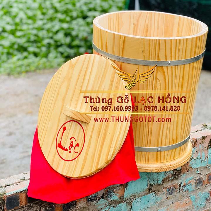 https://thunggotot.com/image/catalog/THUNG-GO-DUNG-GAO/THUNG-GAO-NEW-20KG/thung-go-dung-gao-phong-thuy.jpg