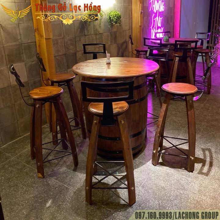 thùng rượu trang trí bar