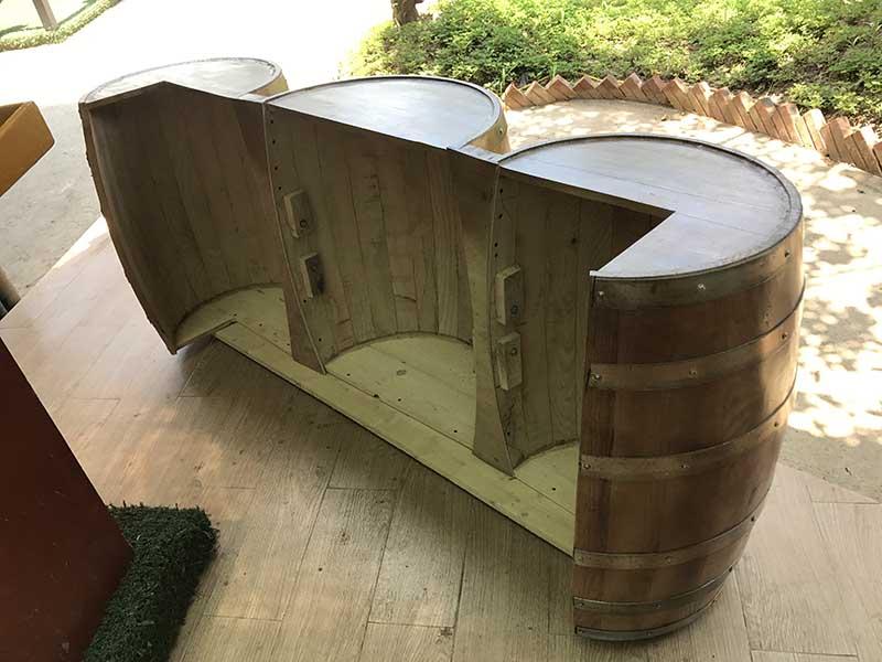 thùng gỗ làm quầy bar