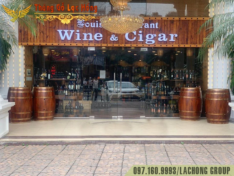 bom rượu gỗ trưng bày