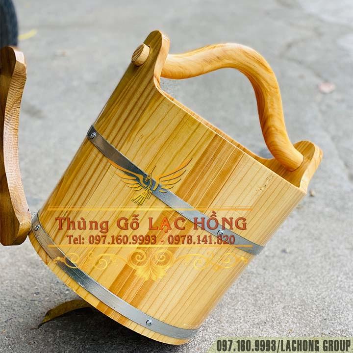 xô chậu xách nước bằng gỗ